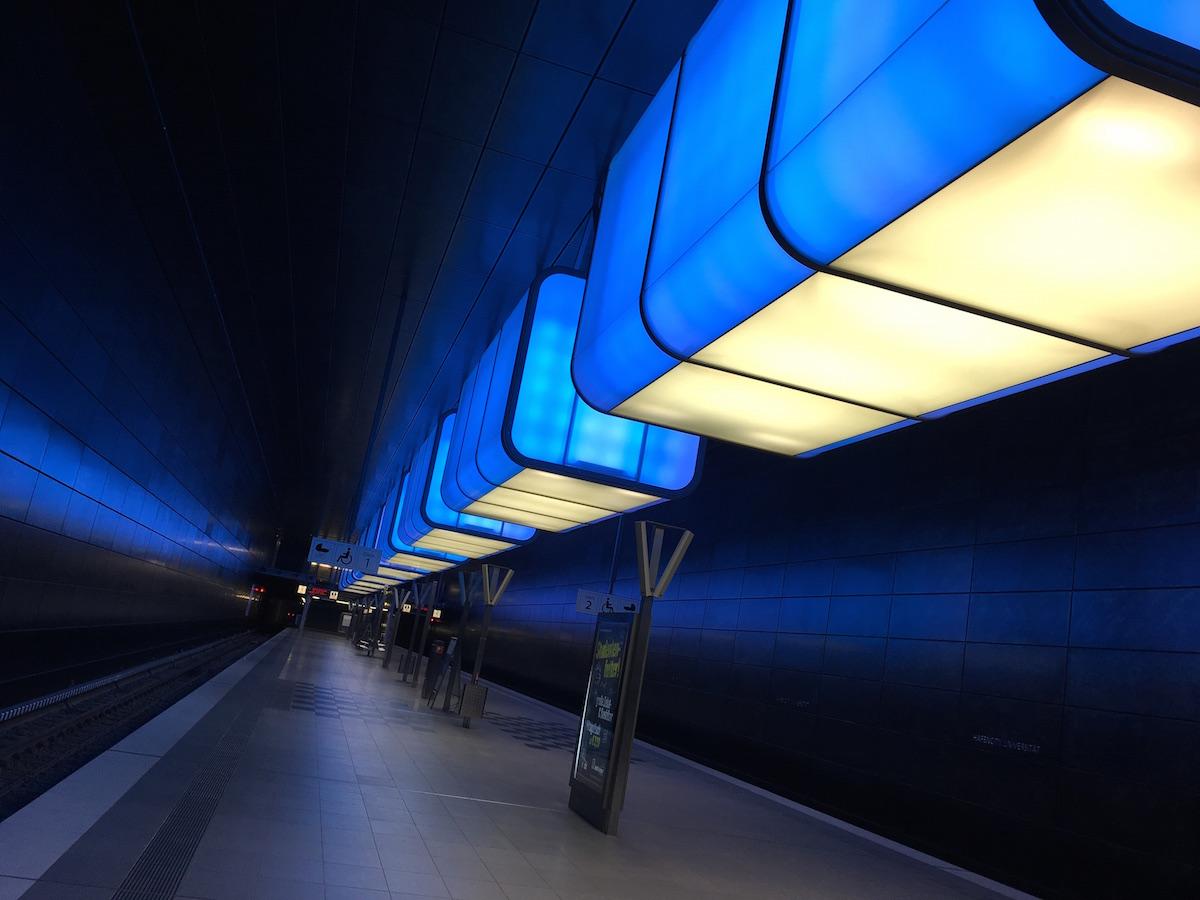 Klang-Lichtinstallation U-Bahn HafenCity Universität