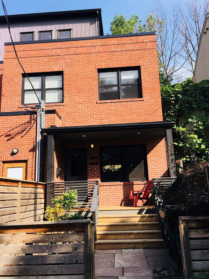 Airbnb – Queen Street West